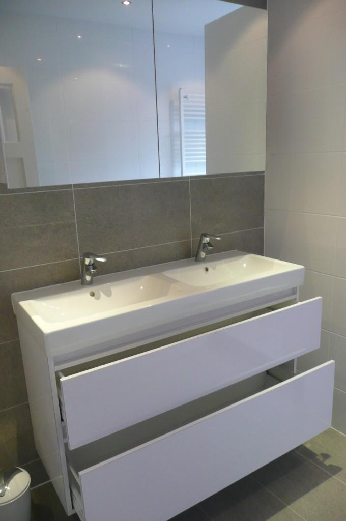 Wit hoogglans badkamermeubel