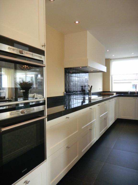 Wit zijdeglans keuken